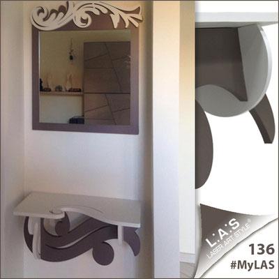Abitazione privata | Italia </br> Codice Specchiera: SI-319 | Misura: 60x70 cm </br> Colore: bianco-grigio marrone </br> Codice Consolle: SI-284 | Misura: 60x30 cm </br> Colore: bianco-grigio marrone