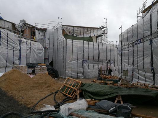 12 / 2018 - Innenhof steht voll mit Material