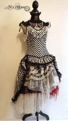 Myoppa my oppa steampunk burlesque beetlejuice rayure noir blanc goth gothic dress corsetry corset 2019