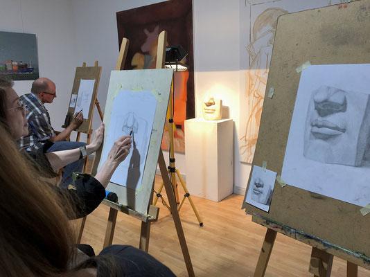 Gipsformen zeichnen In der Kunstschule Artgeschoss