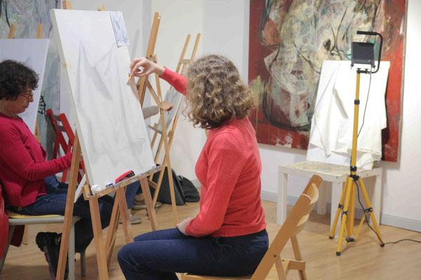 Faltenwurf zeichnen in der Kunstschule Artgeschoss