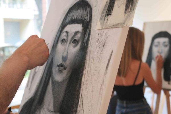 Portrait mit Kohle zeichnen In der Kunstschule Artgeschoss