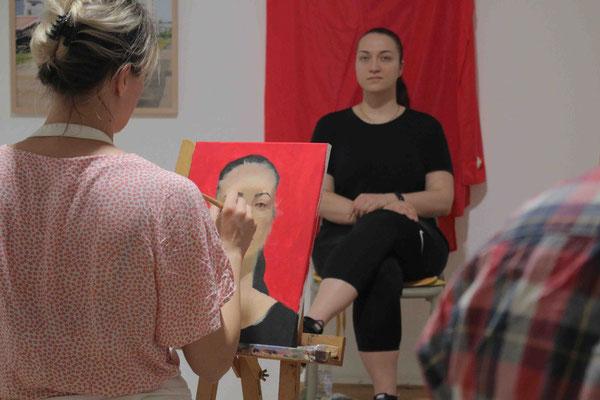 Portraitmalerei mit Acrylfarben in der Kunstschule Artgeschoss