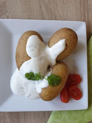 Gesunde Schulverpflegung bei © Brot und Spiele Postbauer-Heng - Kartoffeln auf eckigem Teller