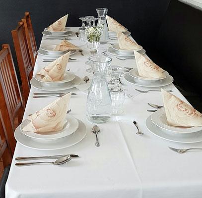 Weiße TW und Pastell-Servietten