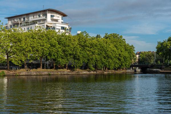 Nantes 13 - Immeuble en bord de Loire