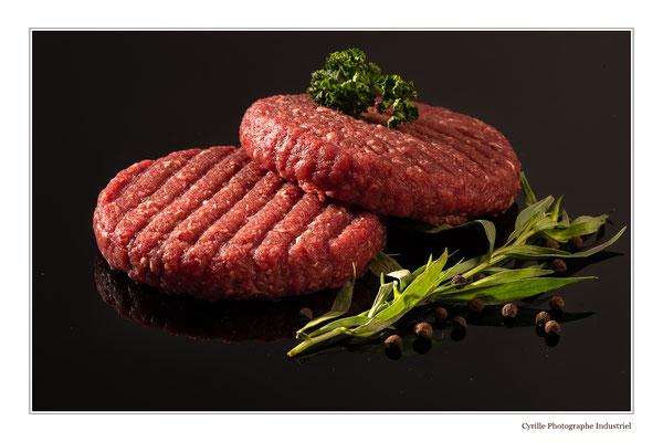 Photo de steaks hachés réalisée en studio