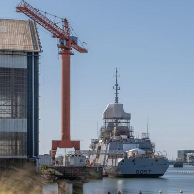 Lorient - construction d'un navire de guerre