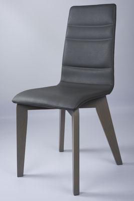 Packshot - photo d'une chaise réalisée dans le show-room des Meubles Brignier