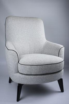 Packshot - photo d'un fauteuil réalisée dans le show-room des Meubles Brignier - fauteuil détouré sur fond gris