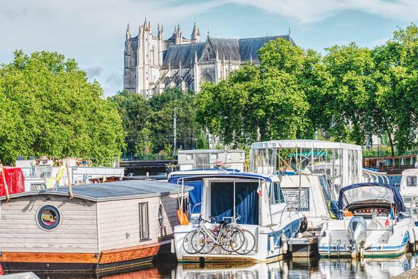 Nantes 16 - Vue de la cathédrale depuis les quais de la Loire