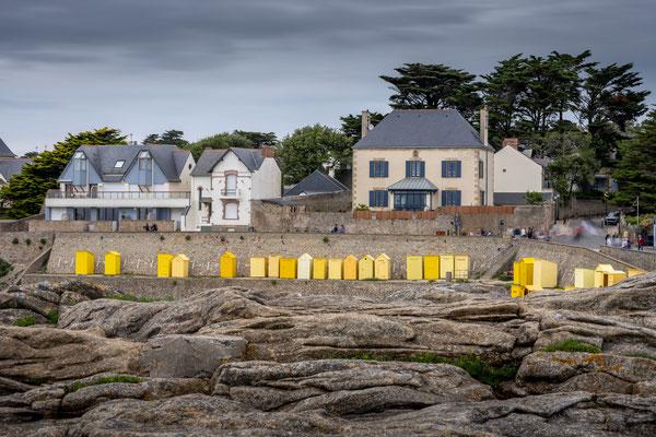 Batz sur mer - jour - océan - Atlantique - digue - pose longue - maisons - cabines jaunes - plage