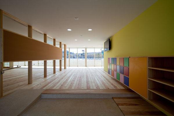 エントランス 床のフローリングは、紀州杉の無垢材