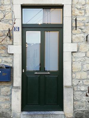 Porte d'entrée PVC,panneaux à facettes  et verre sablé avec bord claire.