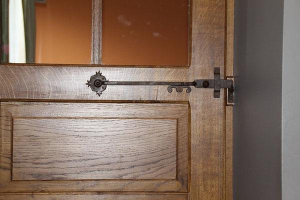 Loquet pour portes à battée vieux rouillé