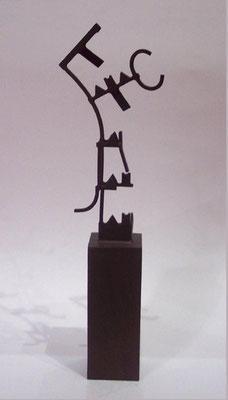 MOVIMIENTOS I. 2006. 38 x 11 x 6 cm. Hierro