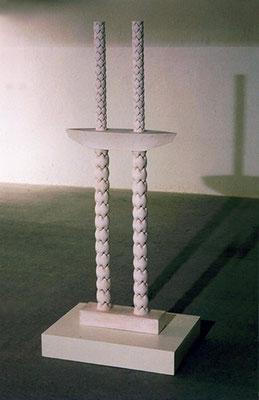 AJUSTE DE CUENTAS. 2001. 180 x 68 x 18,5 cm. Yeso y hierro