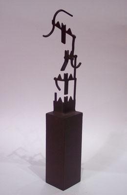 MOVIMIENTOS 2. 2006. 35 x 6 x 7 cm. Hierro