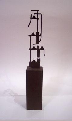 MOVIMIENTOS 3. 2006. 34 x 7 x 6,5 cm. Hierro
