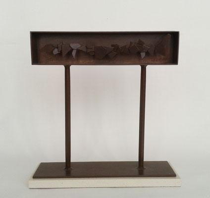 SUCESIÓN 1. 2006. 38 x 37 x 11 cm. Hierro