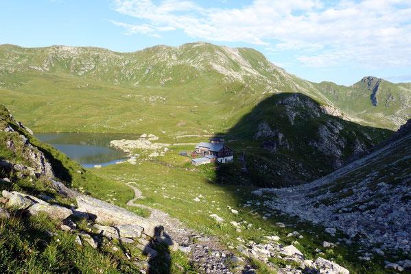 Blick zurück auf die Obstansersee-Hütte