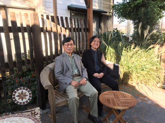 完成した庭で笹倉鉄平先生と一緒に!