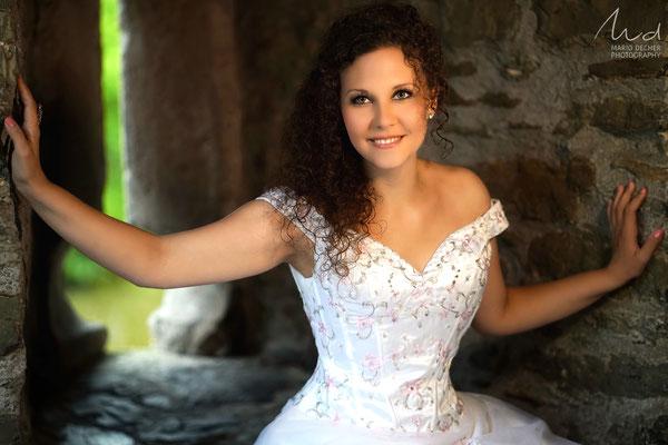 Model: Navinia