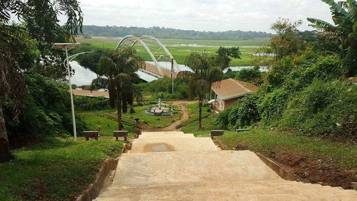 Akonolinga. Aménagement paysager sur le Pont