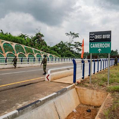 Pont sur le Cross-River entre le Cameroun et le Nigéria. Inauguration