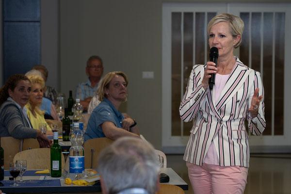 Auch Stadträtin Manuela Jost griff aktiv in die Diskussion ein.