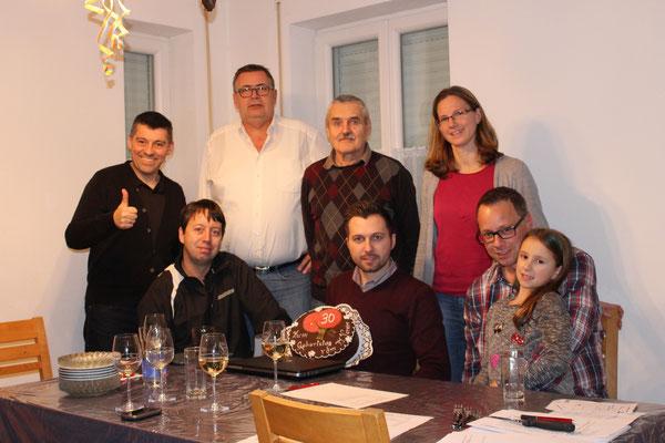 Christopher Stranzl feierte seinen 30er standesgemäß mit seinen Vorstandskollegen des TTV Sierndorf im Rahmen einer Vorstandssitzung mit Torte.