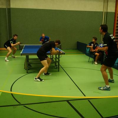 Im Viertelfinale des Herren-Doppels scheiterten Martin Kinslechner und Rado Debnar im fünften Satz gegen Jörg Pichler und Alexander Reitner.