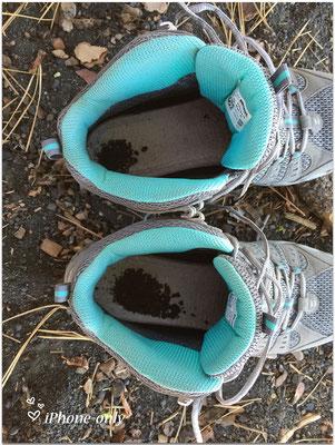 """tsja, zo diep is de """"kiezel"""" toch, mijn schoenen zitten er vol mee"""