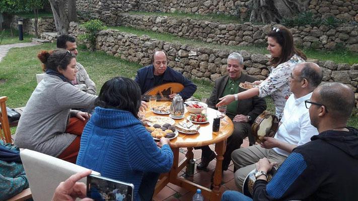 Avec le chanteur et musicien H'ssicen, Daoud, Sakina et Abdeslam