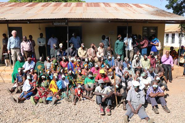 Abschlussbild vor dem Office in Mpanda