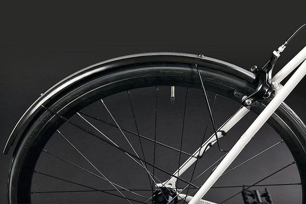 Fixie Inc. Peacemaker: Spritzschutz hinten durch abnehmbares Schutzblech mit Schnellspann-Befestigung. Tektro R340 2-Gelenk Rennrad-Felgenbremse mit Jagwire Zugset.
