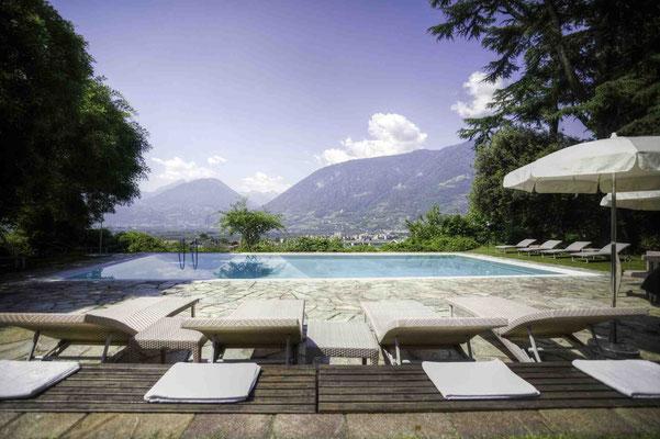 Pool mit Berg-Blick. Was wünscht man sich mehr?