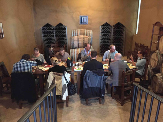 Mittagessen in der Bodega Copaboca. Sie hat einen großen Shop - natürlich für Wein, aber man bekommt auch Sepzialitäten aus der Region wie Schinken