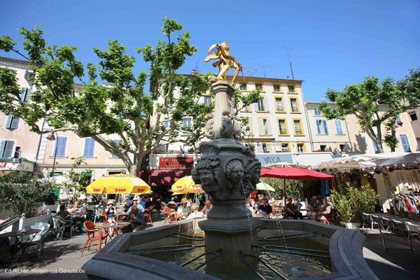 Kaffeepause am Markttag in Carpentras
