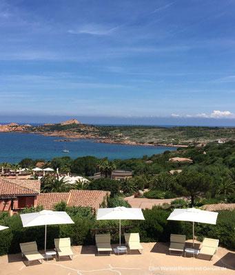 Schöner wohnen: Meerblick vom Hotel Marinedda Thalasso & Spa