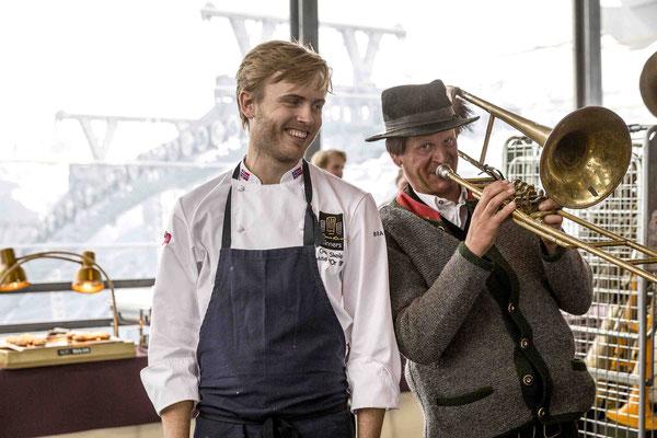 Der norwegische Spitzenkoch Geir Skeie vom Brygga 11 hat Spaß an der Blasmusik