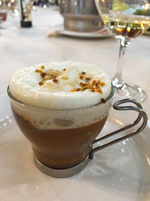 Maronen-Suppe als Cappuccino im La Botica