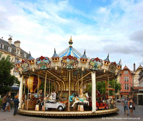 Typsich für franzöische Städte: ein Karussell gehört einfach dazu