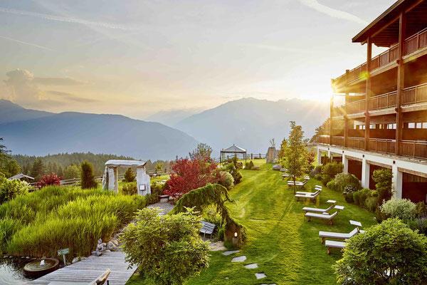 Der parkähnliche Garten vom 5-Sterne-Hotel Chalet Mirabell