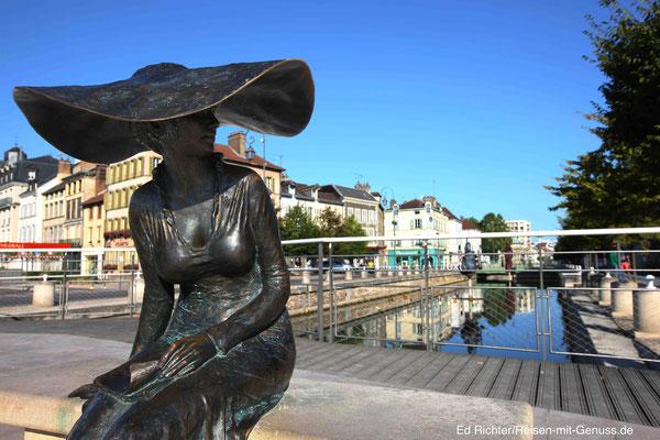 Ein Wahrzeichen von Troyes: die Lily am Kanal
