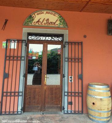 Einladend: Der Eingang zum Shop des Weinguts