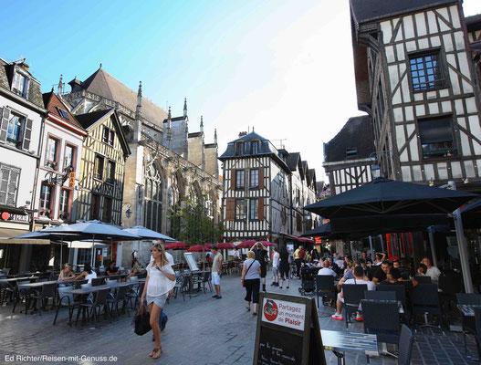 Die Altstadt von Troyes: Viele Restaurants, Cafés, Geschäfte - alles in einer fein herausgeputzten historischen Kulisse