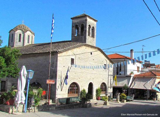 Kirchplatz in Afitos