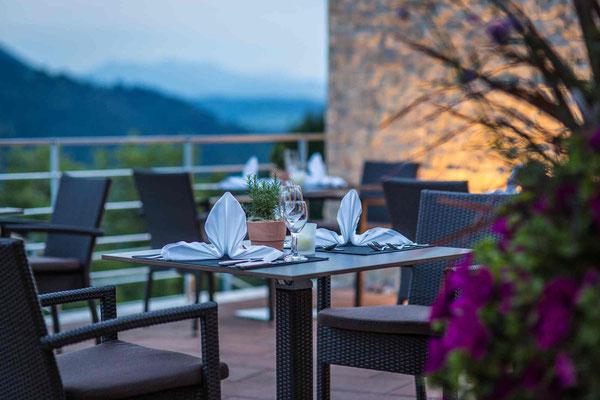 Romantische Stimmung: Dinner auf der Terrasse