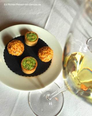 Der Gruß aus der Küche: köstliche kleine Käsegebäck-Pralinen